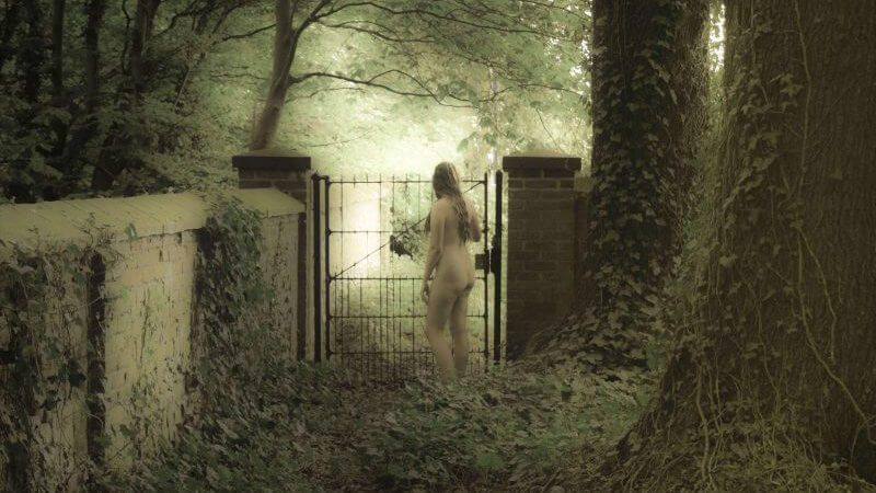 [Erotica] The Girl at the Gate